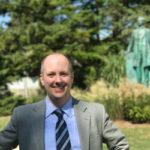 Dr. Erik Alexander receives Teaching Excellence Award